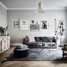 Vi blev extra glada när vi hittar vår Lampskärm Bell hemma hos bloggaren/stylisten Johanna Brandford. Lampskärm Bell kan monteras på två olika sätt, vilket ger skärmen helt olika siluetter. Foto: entrancemakleri.se #designtorget #johannabrandford #entrancemäkleri #swedish #swedishhome