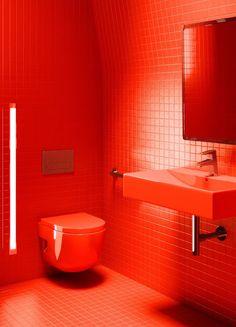 Blog da Revestir.com: Eiffel in red! Reforma dos banhos da Torre Eiffel com produtos da Roca em vermelho!
