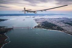 """نجحت طائرة """"سولار إمبالس 2"""" التي تعمل بالطاقة الشمسية بالهبوط في سان فرانسيسكو بعد رحلة تاريخية من هاواي دامت ثلاثة أيام، وكانت الطائرة قد بدأت رحلتها في مارس 2015 في أبوظبي"""