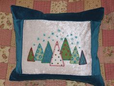 Christmas applique cushion by spicyapplebum, via Flickr Christmas Mix, Christmas Makes, Christmas Things, Christmas 2014, Vintage Christmas, Christmas Ideas, Christmas Crafts, Christmas Decorations, Christmas Cushion Covers