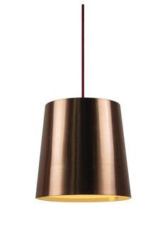 Lampa wisząca Zuma Line SAVOY będzie doskonale pasować do nowoczesnych pomieszczeń. Wykonana została z metalu w miedzianym kolorze, po włączeniu daje przyjemne dla oka światło. Klienci cenią SAVOY za wyjątkowy design i jakość wykonania.