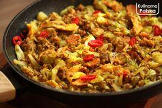 Młoda kapusta w surówce, na gęsto albo w zupie zawsze jest pyszna, ale można też inaczej. Smażona z kaszą i jajkiem? Czemu nie! To nic innego, jak stir-fry, czyli potrawa krótko smażona w ruchu w dużej temperaturze – metoda zaczerpnięta z kuchni azjatyckiej. Młoda kapusta świetnie się do tego nadaje. Wystarczy kilka minut w woku …