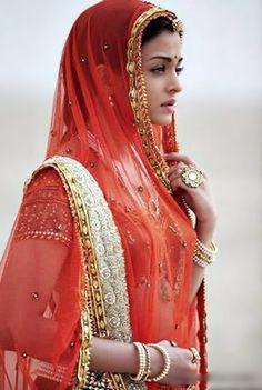 Aishwarya Rai in Jodhaa Akbar Aishwarya Rai Photo, Actress Aishwarya Rai, Aishwarya Rai Bachchan, Bollywood Actress, Bollywood Girls, Bollywood Fashion, Bollywood Stars, Rajasthani Dress, Rajputi Dress