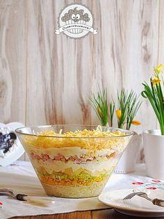 """Ta sałatka to nasz domowy klasyk :) W skrócie mówimy na nią """"sałatka z ananasem"""", ale pysznych genialnie się uzupełniających składników ..."""