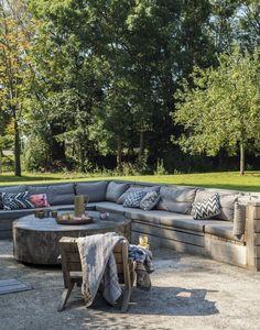 Built in sofa patio outdoor room ; Gardenista