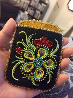 Beaded Purses, Beaded Bags, Beaded Jewelry, Native Beadwork, Native American Beadwork, Floral Embroidery, Beaded Embroidery, Beadwork Designs, Indian Crafts