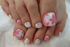 uñas-de-los-pies-decoradas-con-flores.jpg (640×439)