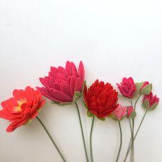 TGIF cheers #tgif #flowers #redflowers #lily #garden #spring #bouquet #design #color #diy #handmade #handcraft #homedecor #sayulovefeltflower #handmadeloves #shopsmall #craftsposure