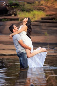 Photo Poses For Couples, Couple Photoshoot Poses, Pre Wedding Photoshoot, Wedding Photography Styles, Sexy Photography, Couple Photography, Love Photos, Romantic Couples, Photo Sessions