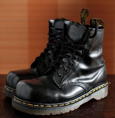 Cool Vintage Tredair Flame  Boots Mens Size 9. Made in England Dr. Martens