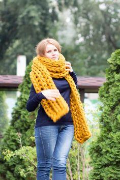 Verkauf Senf XXL Strickschal Winterschals Grobstrick Schal | Etsy Chunky Knit Scarves, Big Knits, Sweater Scarf, Wraps, Knitting, Scarfs, Womens Fashion, Sweaters, Etsy