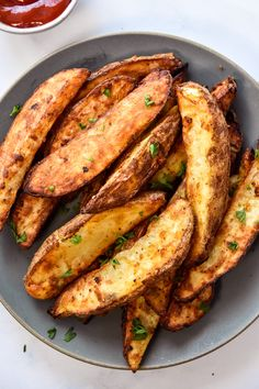 Main Dishes, Side Dishes, Homemade Tahini, Potato Crisps, Cold Lunches, Potato Wedges, Air Fryer Recipes, Vegetable Recipes, Golden Brown