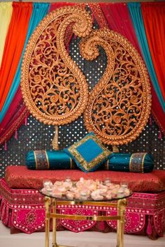 Trendy Wedding Indian Henna Mehndi Decor Ideas Best Picture For wedding decorations indian For Your Taste You are looking for something, and it is going to tell you exactly what you are looking for, a Desi Wedding Decor, Indian Wedding Decorations, Wedding Stage, Indian Decoration, Wedding Ideas, Diy Wedding, Wedding Planning, Wedding Inspiration, Mehndi Stage