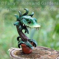 Decorate your Fall fairy garden with Autumn themed miniatures or add some spooky fun with miniature Halloween accessories. Polymer Clay Sculptures, Sculpture Clay, Polymer Clay Crafts, Halloween Fairy, Halloween Crafts, Halloween Miniatures, Clay Miniatures, Plant Crafts, Little Shop Of Horrors