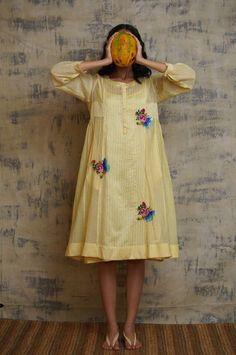 Cotton Kurties, Printed Cotton, Hand Embroidery, Embroidery Designs, Simple Pakistani Dresses, 21 July, Plain Dress, Fashion Design Drawings, Women's Fashion