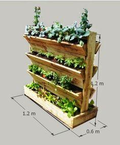 Suporte em madeira de palete para horticultura.