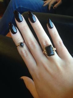 ♥black stiletto nails for New York trip. I don't usually care for the stiletto nail shape, but if done subtly, and in a dark color, it can be nice. This is a good example. I'd try this--especially if I broke a nail tip along the corner and it was a choice between shaping them like this or trimming them all short :o).