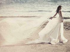 Beach Wedding Veils { Style Inspiration } - Modern Weddings Hawaii : Bridal Inspiration