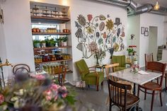 5 tolle Kaffeehäuser in Wien: Da musst du hin! - The Chill Report Lokal, Coffee Drinks, Photo Wall, Vienna, Beer, Home Decor, Coffee Cafe, Baby Changing Tables, Home Made