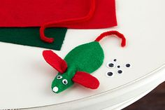 KIDS CLUB® Felt Christmas Mouse Date: Saturday, November 14 Time: 10:00 am - 12:00 pm Cost: $2 Kids