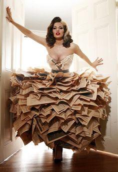 Newspaper Dress- great for Halloween Paper Fashion, Fashion Art, Fashion Show, Fashion Ideas, Origami Fashion, Fashion Details, Crazy Dresses, Recycled Dress, Recycled Clothing