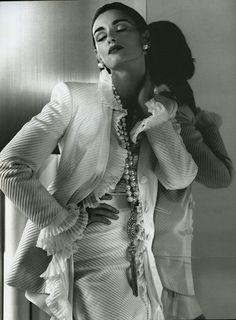 Gian Franco Ferrè (1992-93) Catalogo Donna autunno – inverno 1992-1993 Model: Aly Dunne
