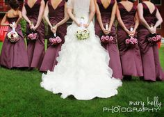 bridal party pose, flowers