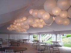 Witte lampionnen op een mooie manier bij elkaar gebundeld. #lampionnen #huwelijksfeest #trouwinspiratie #wit #babyshower #events #eventdecoratie #trouwdecoratie #wedding #weddinginspiration #weddingideas #weddingdecor @lampionlampionnen.nl Huwelijk decoratie