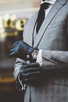 Winter Fashion | Leather Snap Gloves | La Beℓℓe ℳystère