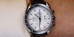 El Speedmaster Apollo 13 Silver Snoopy Award es la reedición del reloj homenaje al premio otorgado por la NASA a OMEGA por su contribución en el Apollo XIII