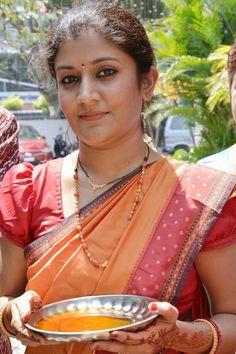 Ester Noronha Hot Saree Photos in 1000 Abaddalu Beautiful Girl Indian, Most Beautiful Indian Actress, Beautiful Saree, Beautiful Women, Tamil Girls, Girls In Panties, Actress Pics, Indian Beauty Saree, India Beauty