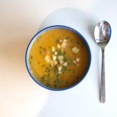 Frisk sommarsoppa med sötpotatis och äpple