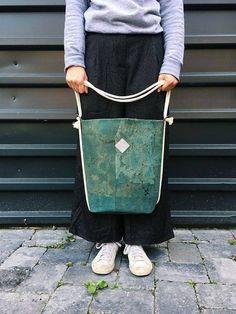 """vegane Tasche """"Clari"""", Rucksack Kork, türkiser Rucksack, Tasche mint, Kork Tasche, 2 in 1 Tasche, veganes Leder, minimalistische Tasche von Herdentier auf Etsy"""