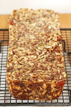 chleb bez maki Raw Food Recipes, Bread Recipes, Cooking Recipes, Lowest Carb Bread Recipe, Good Food, Yummy Food, Vegan Bread, Specialty Foods, Foods With Gluten