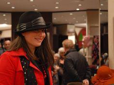 Un altro modello che amo tantisimo!  #moda #fashion #instalike #instalife #instamoment #cappello #hat #modadonna #womanfashion #artigianatoitaliano #artigianato #madeinitaly #l4l #like4like #likeforlike #christmas #livorno #modisteria #accessories #accessori #style