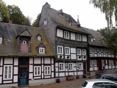 On my way from the centre of Goslar to the Imperial Palace (Kaiserpfalz) I came across this double-crooked building in the middle of a row of half-timbered houses. Lower Saxony, Imperial Palace, Us Travel, Joseph, Buildings, Places To Visit, Germany, Villa, Cabin