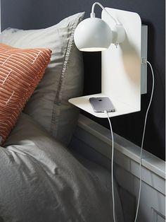 BALL USB in matte white | Designed in 1968 by Benny Frandsen | #danishdesign #light #balllamp #frandsendesign #frandsenlighting
