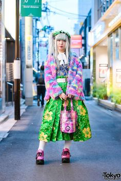 Ash Grey Hair, Harajuku Girls, Street Snap, Tokyo Fashion, Fashion Labels, Gothic Lolita, Floral Prints, Fashion Looks, Kawaii
