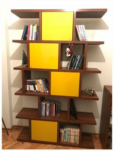 Diy bookshelf asymetric