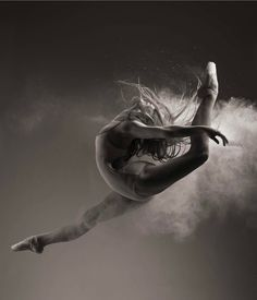 ballet dancer with flour portrait session in colorado springs. Yoga Dance, Dance Poses, Dance Art, Dance Jumps, Ballerina Dancing, Ballet Dancers, Foto Sport, Flexibility Dance, Dancer Photography