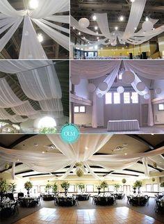 Une idée déco classique mais pas si courante, les drapées au plafond. Si vous organisez votre mariage dans une salle des fêtes, c'est la solution idéale pour camoufler des plafonds pas très jolis. On utilise souvent des voilages transparents, du tulle, de l'organza ou de l'intissé. Vous pouvez acheter ces tissus n'importe où. Pour mon mariage j'avais: