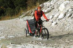 Przyczepka Chariot - stworzone dla aktywnych ojców ;-) Tatusiowie chętni do testów mogą rezerwować na http://www.planetarodzina.pl/oferta-wypozyczalni/13/przyczepki-rowerowe-chariot-cougar-1/