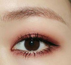 9 Korean Makeup Looks – My hair and beauty Korean Makeup Tips, Korean Makeup Look, Korean Makeup Tutorials, Eyeshadow Tutorials, Asian Makeup Looks, Asian Eye Makeup, Makeup Eyeshadow, Hair Makeup, Beauty Makeup
