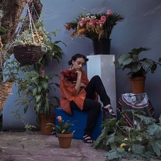 """174 curtidas, 3 comentários - Ayesha McMahon (@eeshamarr) no Instagram: """"Plants and I have always been one, forever giving life. Throwing it way back #MoreEsh"""""""
