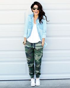If you're after a casual and at the same time stylish outfit, try teaming a light blue denim shirt with dark green camouflage sweatpants. We love how complete this outfit looks when finished off by white low top sneakers. Camo Pants Outfit, Jogger Pants Outfit, Camo Outfits, Casual Outfits, Camo Joggers, Converse Outfits, Camo Dress, Comfy Outfit, Look Fashion