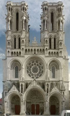020-EARLY GOTHIC, France - Notre-Dame of Laon (begun 1150) Laon is famous, especially for its array of five towers, a pair at the west end, one at each transept, and one at the crossing.