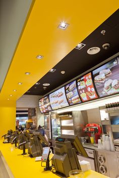 LEDS-C4 has supplied the lighting for Pans&Company in Terminal 2 of Barcelona Airport.