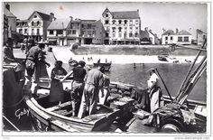 Débarquement Des Sardines - Quiberon Old Fashion Image, Fashion Images, France, Brittany, Antique Pictures, Madeleine, Cards, Bretagne, French
