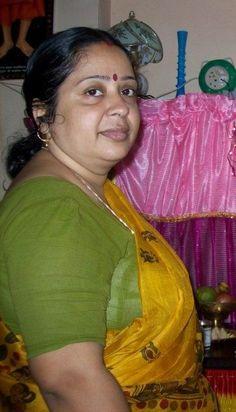 Indian Natural Beauty, Indian Beauty Saree, Beautiful Women Over 40, Beautiful Girl Indian, Indian Actress Hot Pics, Actress Photos, Indian Girl Bikini, Indian Wife, Aunty In Saree
