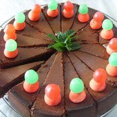 Chocoladetaart met aardbeien en munt